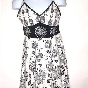 Magic Midi B/W Floral Dress Medium
